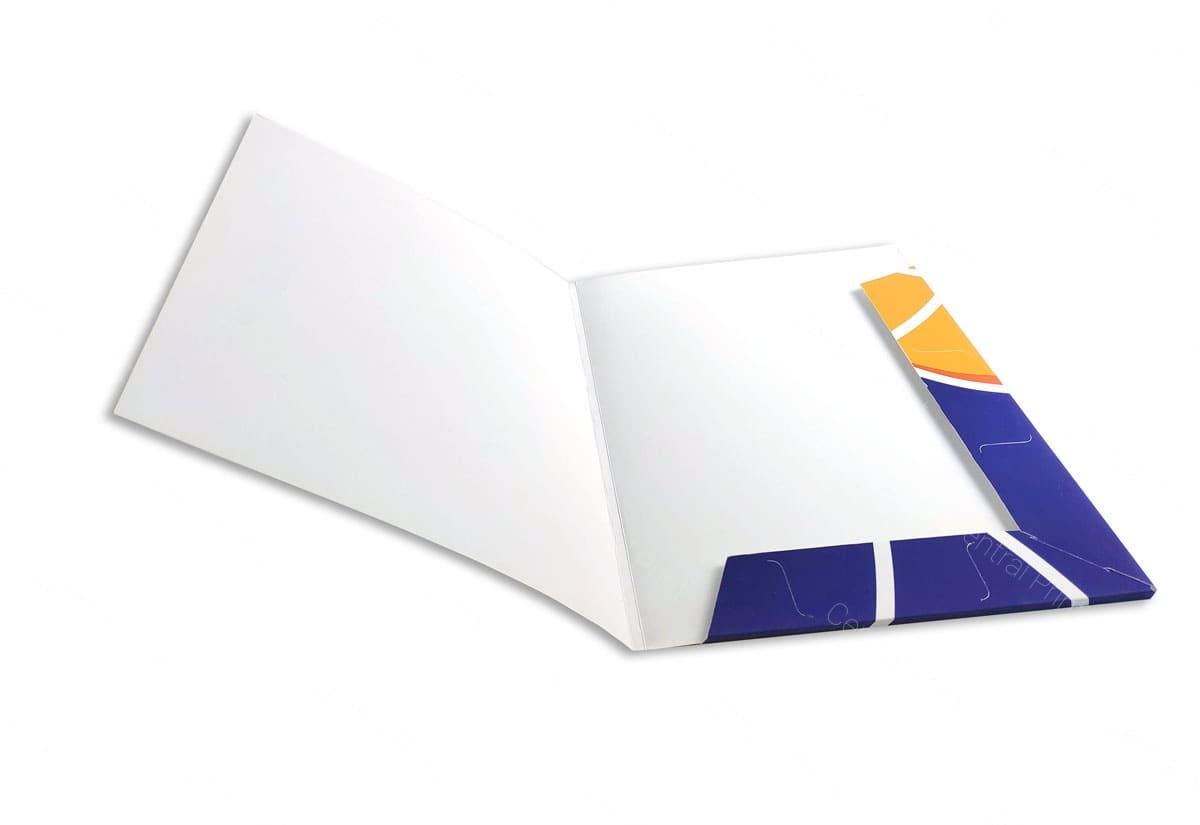 открытая бумажная папка