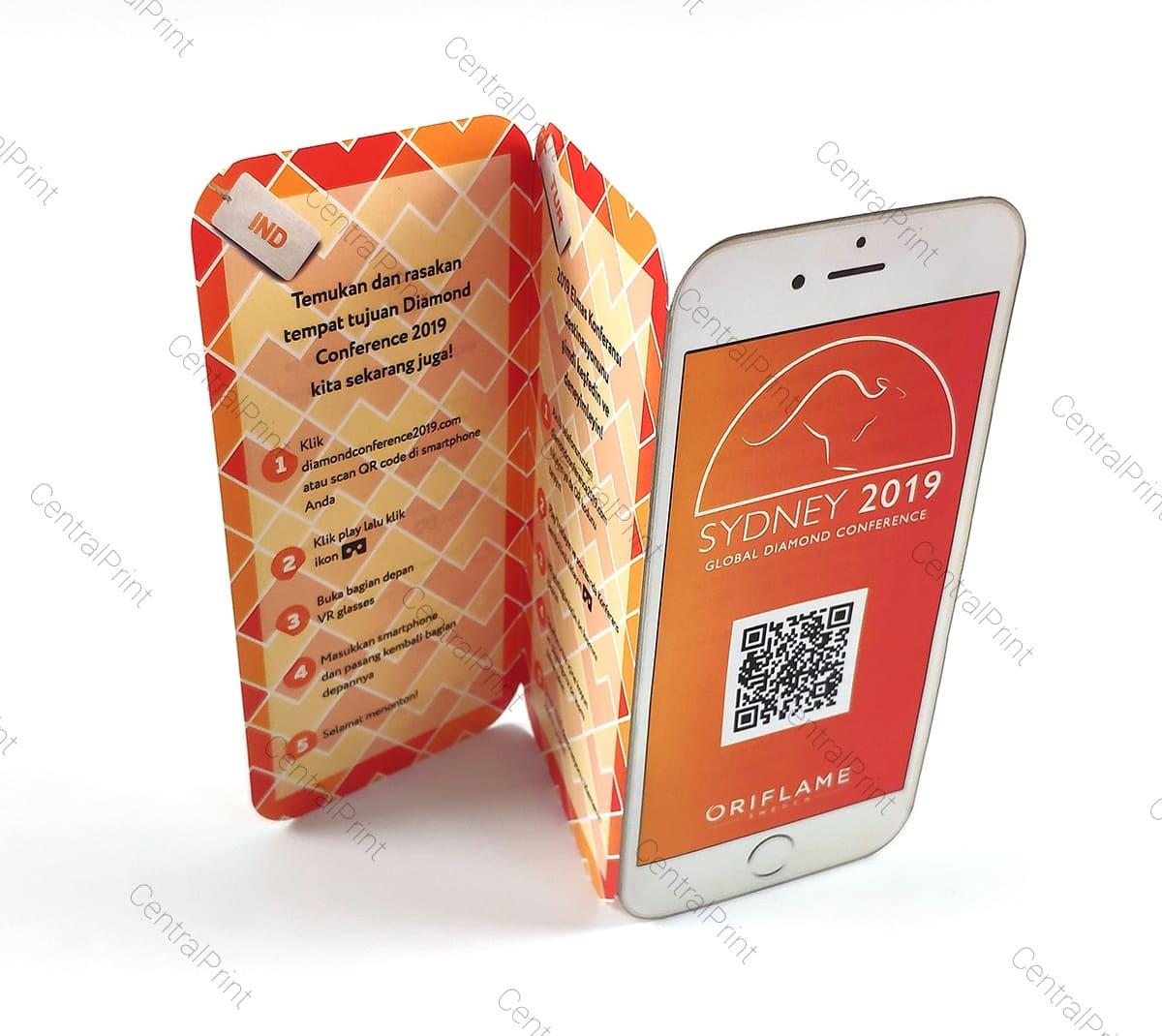 вертикальный буклет в виде телефона с qr кодом